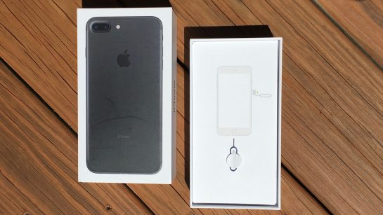 iPhone 7 Packaging and Unboxing